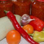 банки с заготовкой и овощи