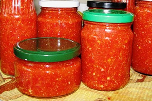 рецепты аджики на зиму из помидор с хреном