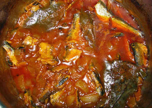 kilka-v-tomate-retsept-dlya-multivarki